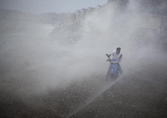 Разрушительный тайфун оставил без света практически 2 млн граждан Тайваня