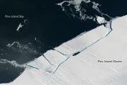 От антарктического ледника откололся огромный айсберг