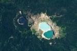 Заколдованные вулканические озера постоянно меняют цвет: фото из космоса
